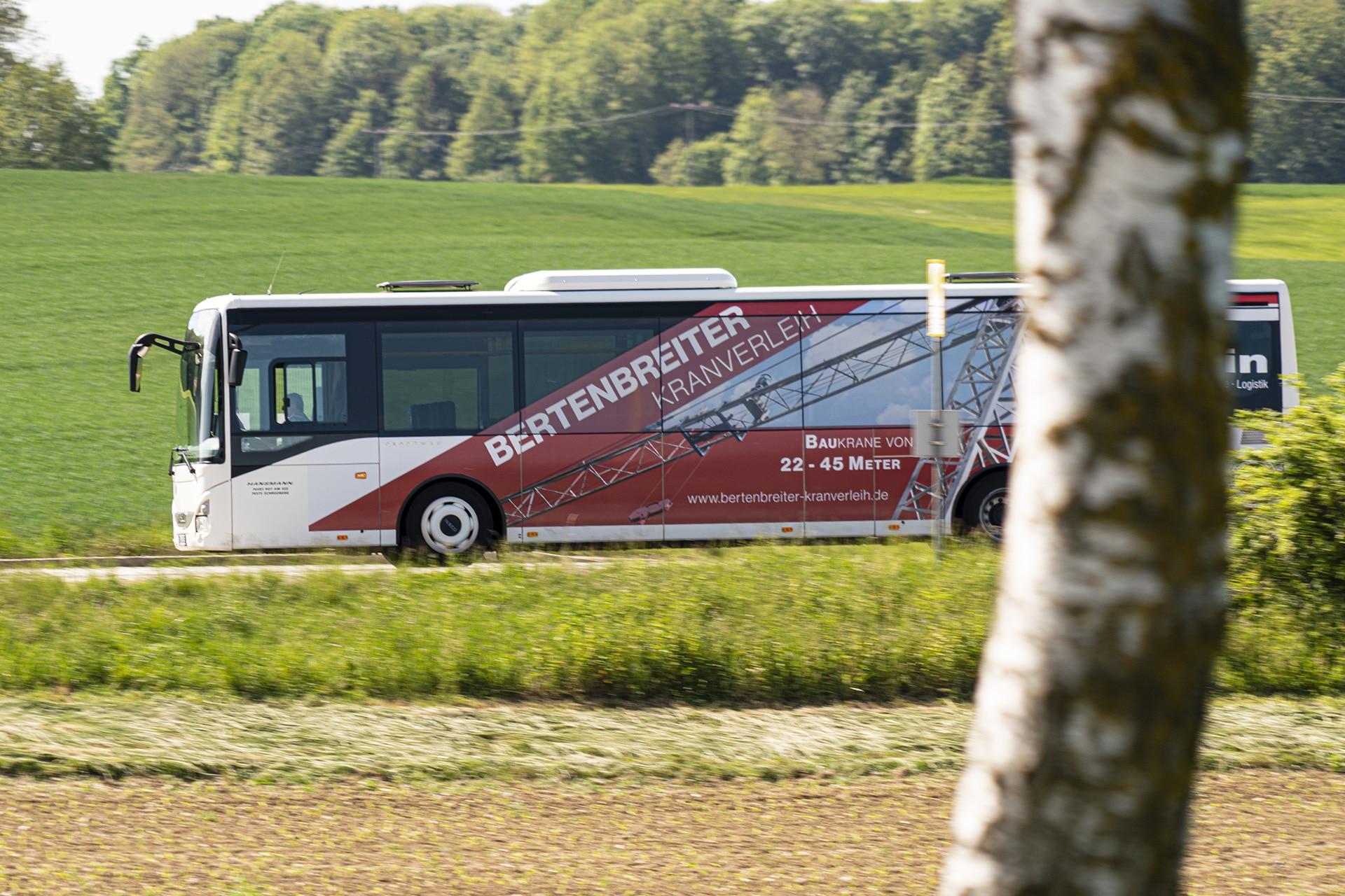 Werbung auf Linienbus für die Firma Bertenbreiter in Michelbach/Lücke