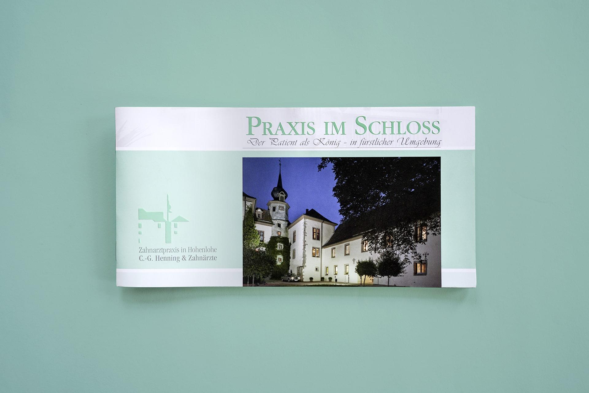 Imagebroschüre für die Zahnarzt-Praxis im Schloss in Schrozberg
