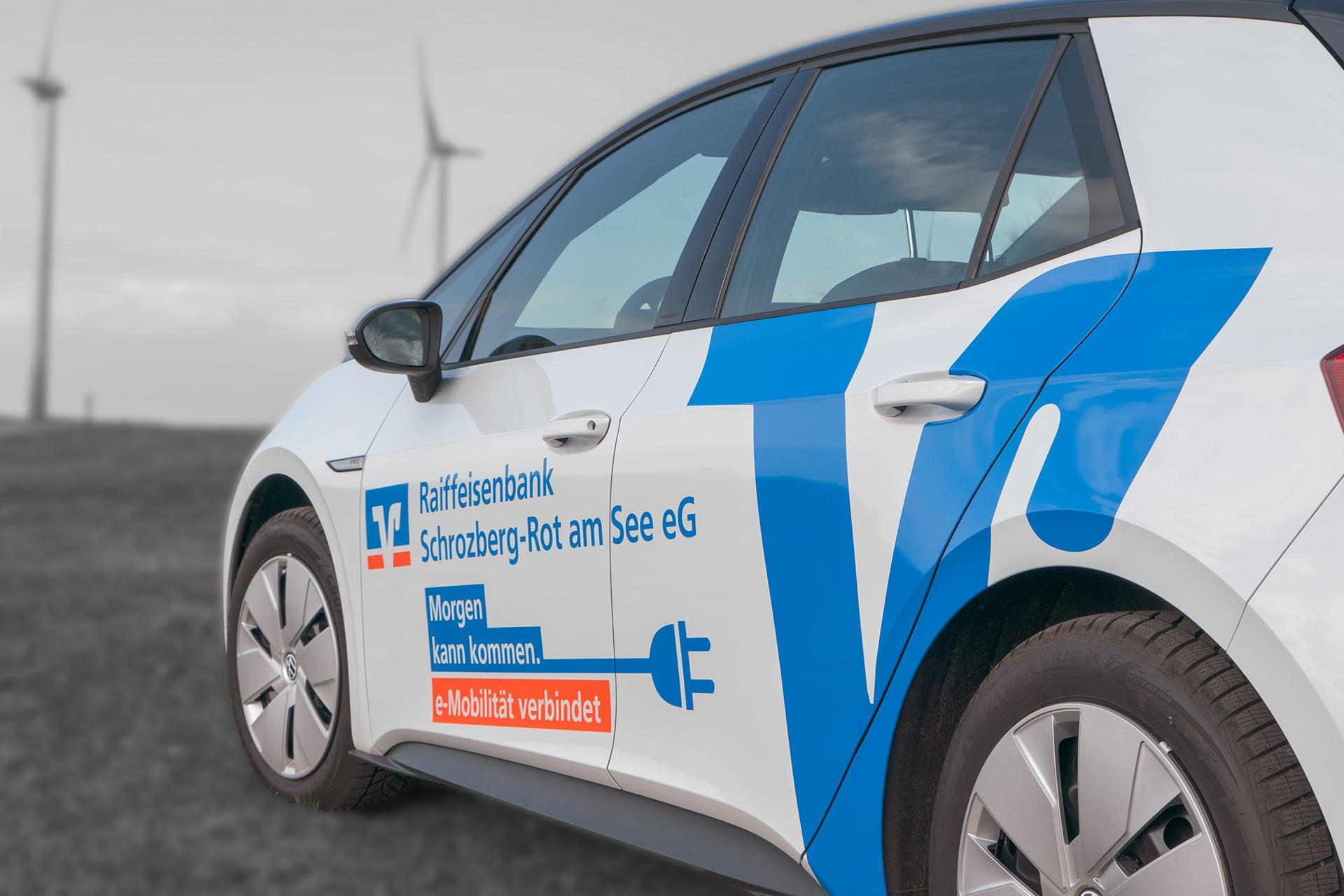 Fahrzeugbeschriftung für die Raiffeisenbank in Schrozberg
